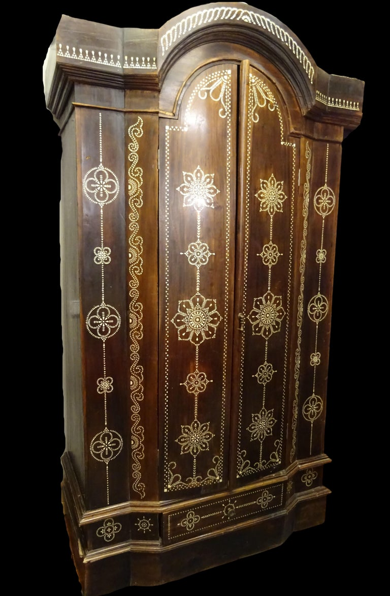 Amazing and very beautiful Indian wardrobe in mother of pearl inlaid wooden, with mandalas motifs. It was purchased in a private Arabic collection on the south of Spain (Marbella) It's an extraordinary armoire in any room, a beautiful work of