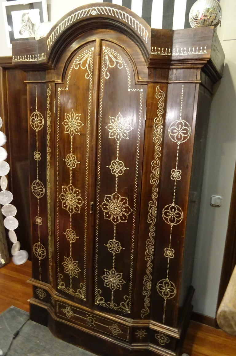 Indian 20th  Wardrobe Mother of Pearl Inlaid Wooden , with Mandalas For Sale 3