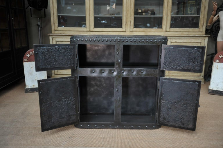 Industrial 4 Doors Cabinet in Riveted Iron, circa 1900 For Sale 5