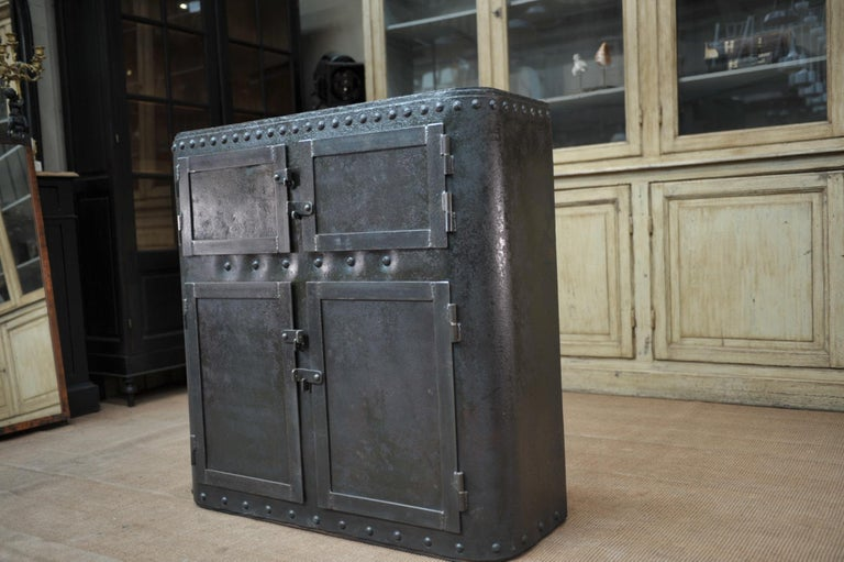 Industrial 4 Doors Cabinet in Riveted Iron, circa 1900 For Sale 2