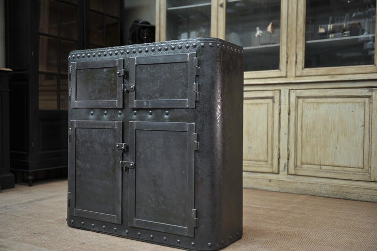 Industrial 4 Doors Cabinet in Riveted Iron, circa 1900 For Sale 3