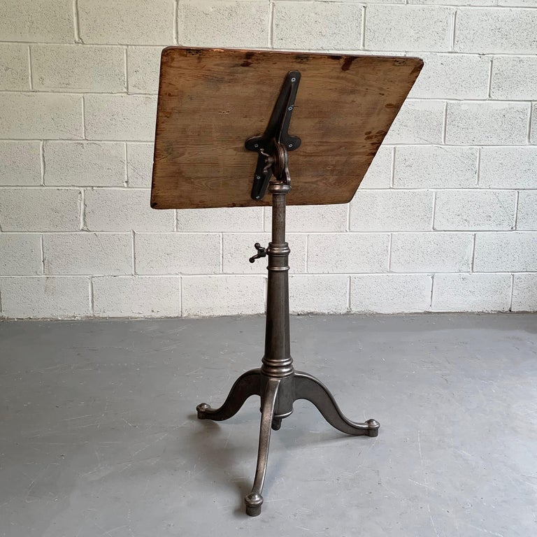 Industrial Antique Oak Artist Rendering Easel with Cast Iron Base For Sale 1