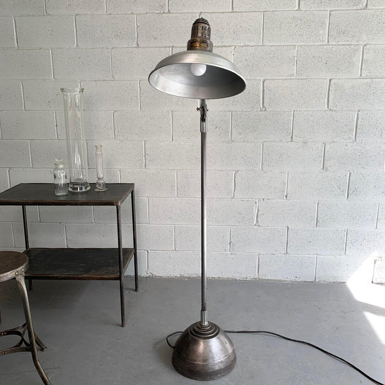 Industrial General Electric Medical Sunlamp Floor Lamp In Good Condition For Sale In Brooklyn, NY