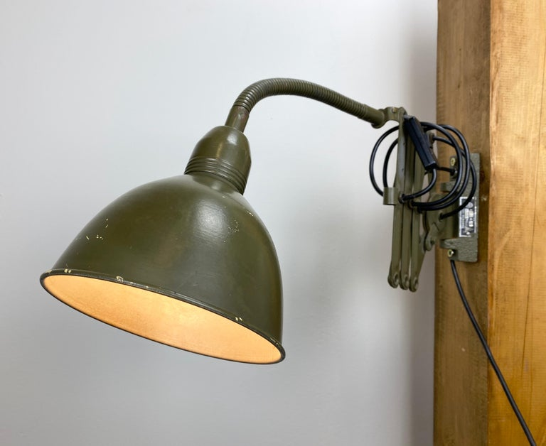 Industrial Green Scissor Wall Lamp, 1960s For Sale 4