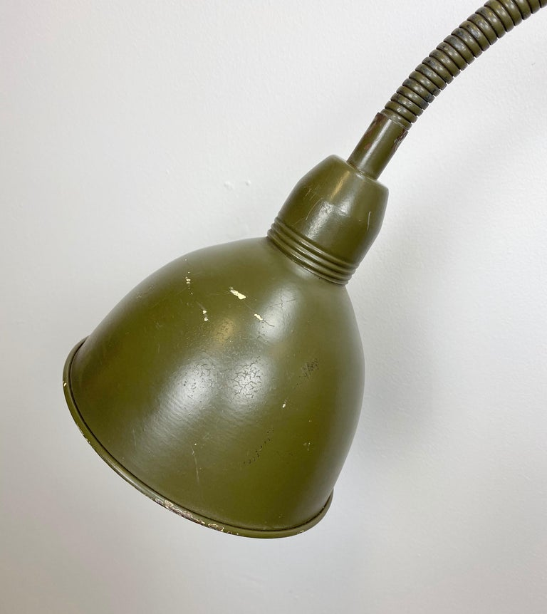 This vintage iron industrial scissor lamp was produced by Elektroinstala in former Czechoslovakia during the 1960s. It has a green lampshade and the green scissor arm that is extendable and can be turned sideways. It comes with a socket for E 27