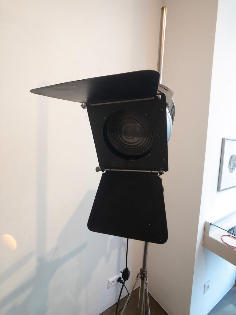 Industrial Movie Theater Photography Spotlight or Floor Lamp from Italy, 1940 In Good Condition For Sale In Vienna, AT