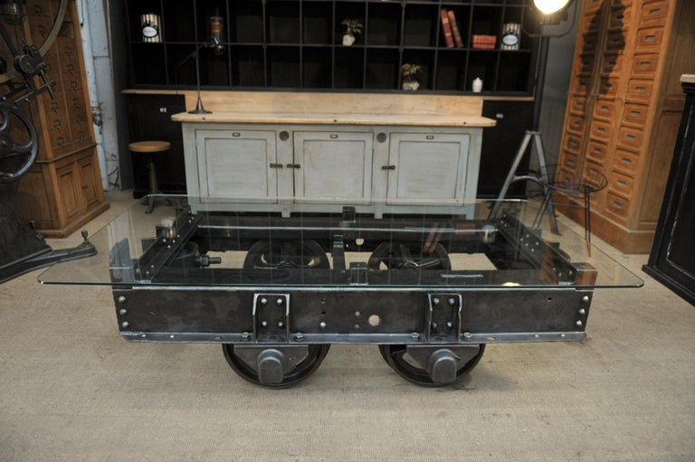 Incredible, 1900 French Rail way wagon coffee in polished big iron with big rivets and thick tempered glass .Top weight about 250 kg.