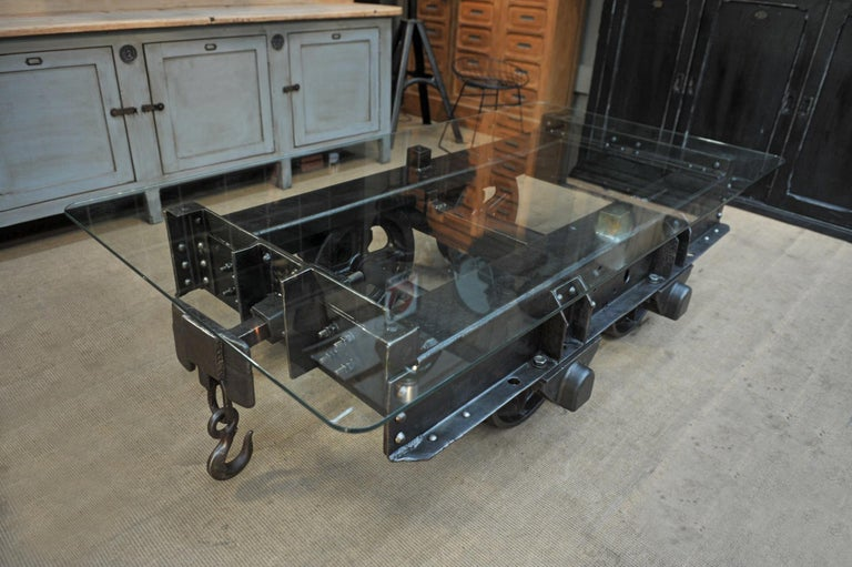 Industrial Riveted Iron Wagon Coffee Table, 1900 In Good Condition For Sale In Roubaix, FR