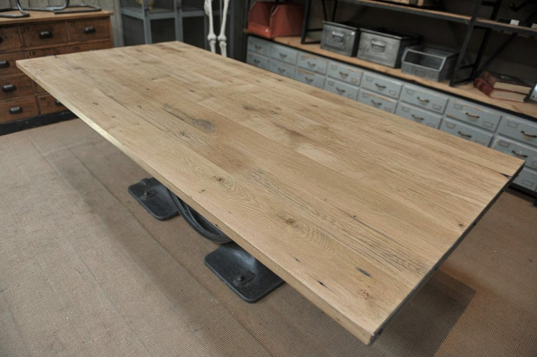 Industrial Valentin Paris, 1900 Cast Iron Base and Solid Oak Dining Table In Good Condition For Sale In Roubaix, FR