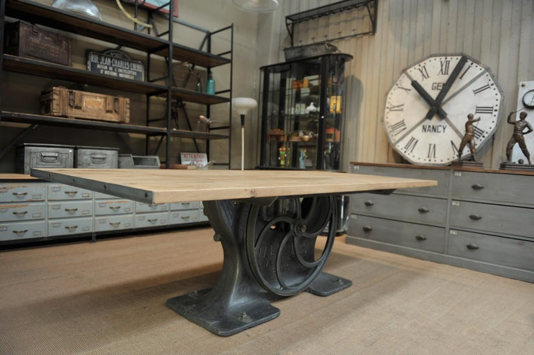 Industrial Valentin Paris, 1900 Cast Iron Base and Solid Oak Dining Table For Sale 4