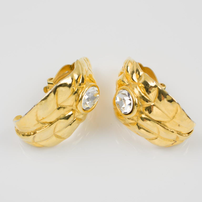 Ines de la Fressange Paris Jeweled Clip Earrings Gilt Metal Carved Leaf In Good Condition For Sale In Atlanta, GA