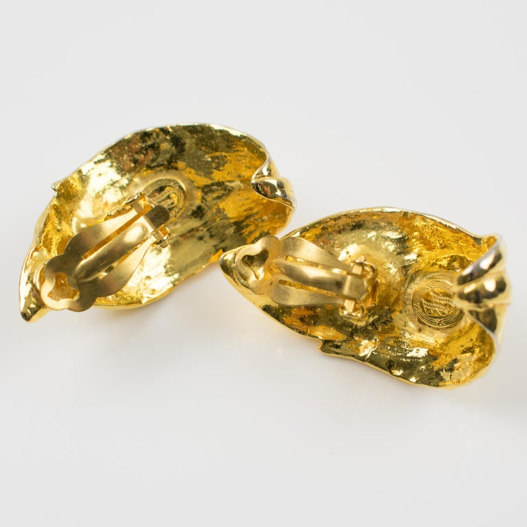 Women's or Men's Ines de la Fressange Paris Jeweled Clip Earrings Gilt Metal Carved Leaf For Sale