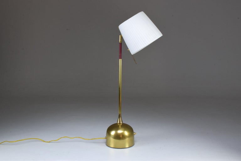 Infinitus Contemporary Brass Table Lamp, Flow Collection For Sale 6