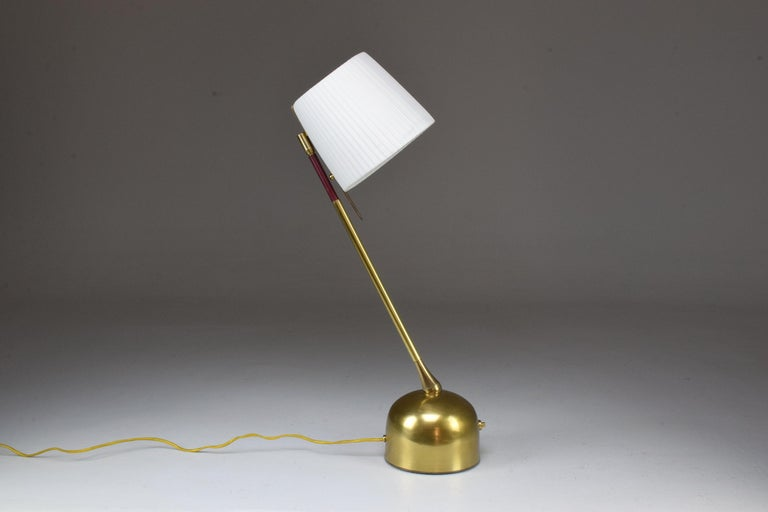 Infinitus Contemporary Brass Table Lamp, Flow Collection For Sale 8