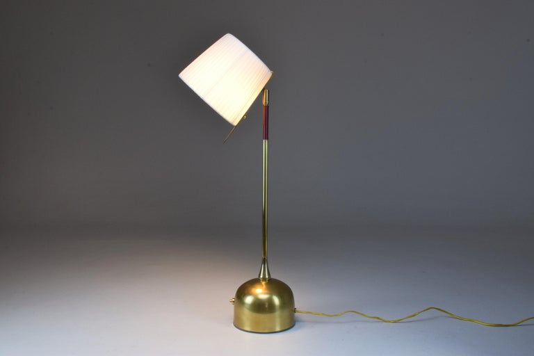 Modern Infinitus Contemporary Brass Table Lamp, Flow Collection For Sale