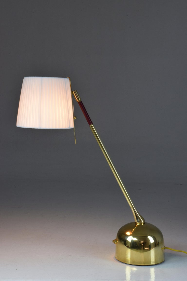 French Infinitus-V Contemporary Brass Articulating Table Lamp, Flow Collection For Sale