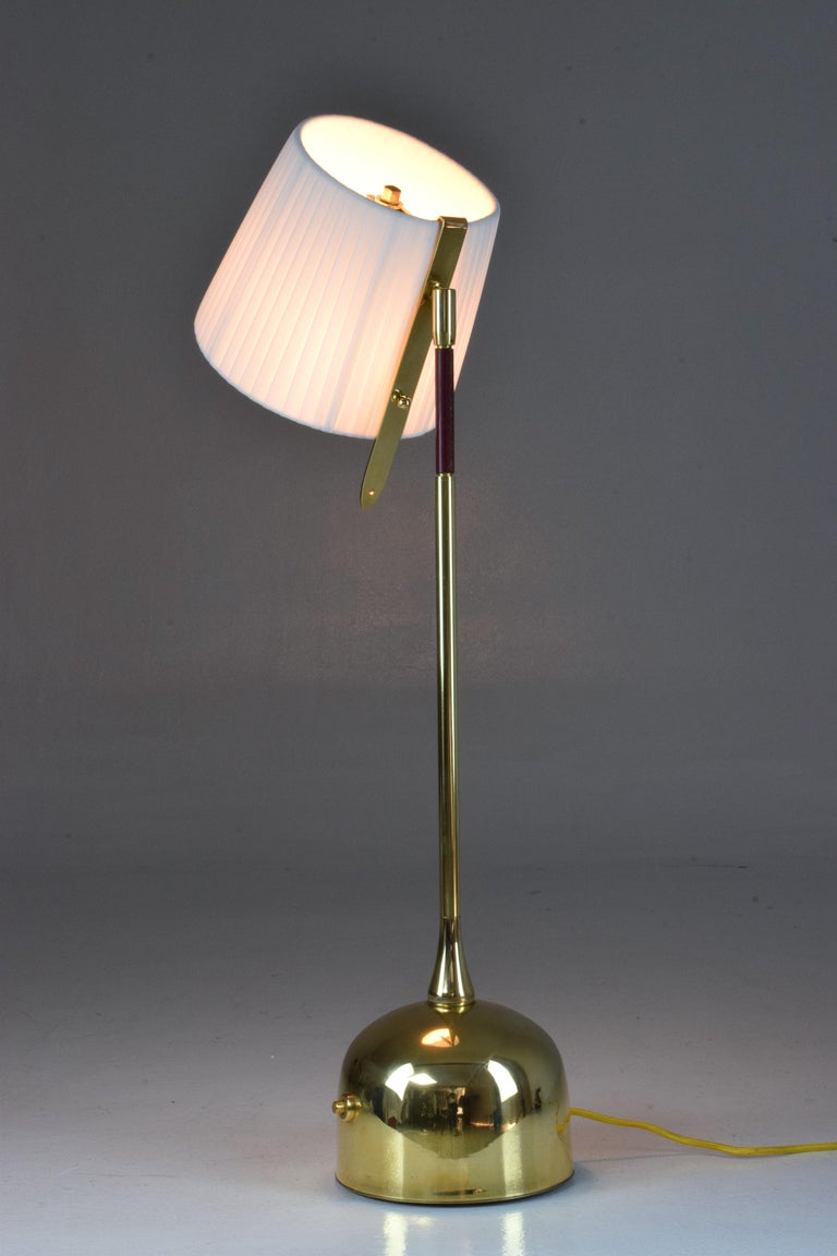 Polished Infinitus-V Contemporary Brass Articulating Table Lamp, Flow Collection For Sale
