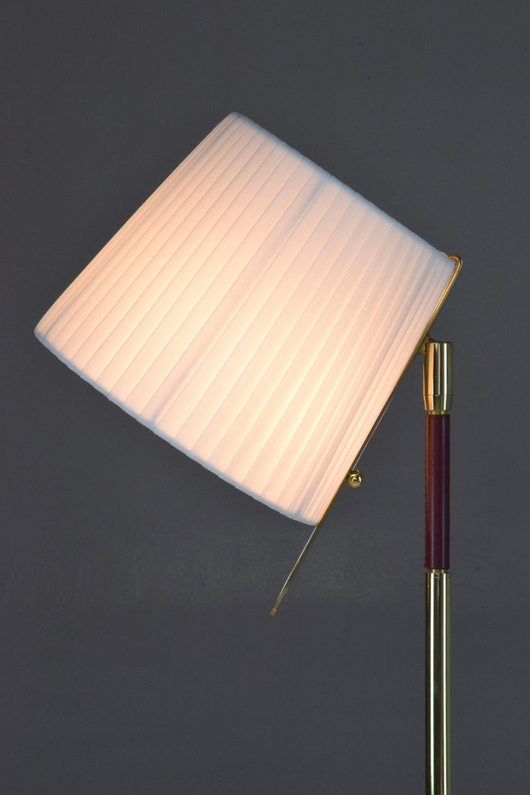 Infinitus-V Contemporary Brass Articulating Table Lamp, Flow Collection In New Condition For Sale In Paris, FR