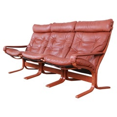 Ingmar Relling for Westnofa Bentwood Teak and Leather Siesta Sofa, circa 1960s