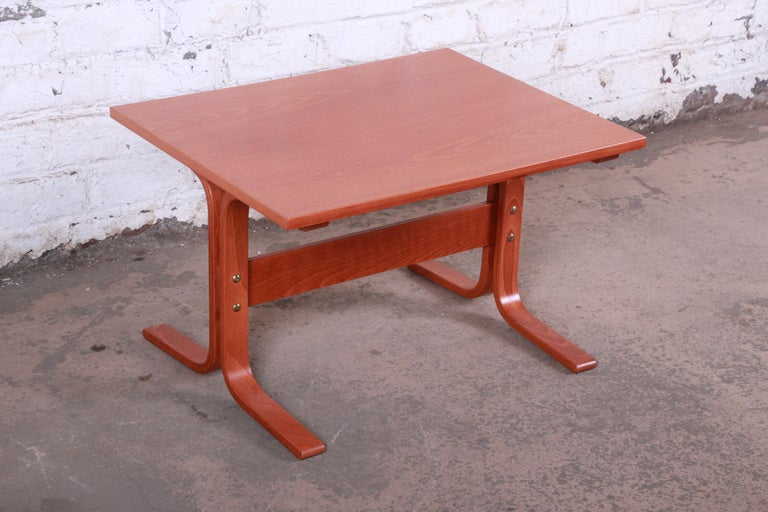 Ingmar Relling for Westnofa Bentwood Teak Siesta Occasional Side Table In Good Condition For Sale In South Bend, IN