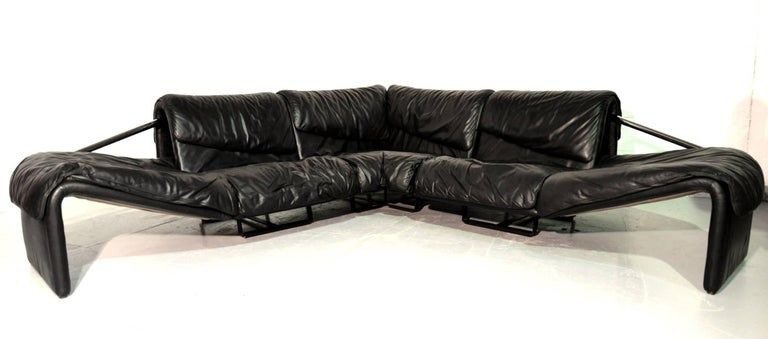 Discounted airfreight for our US and International customers (from two weeks door to door).  Acquired from a private collection, Iconic de Sede Inmotion leather corner sofa which was handmade in Switzerland, circa 1970s. Upholstered in stunning soft