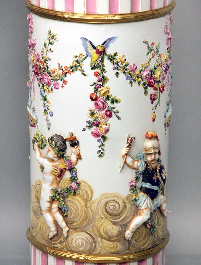 Interesting Late 19th Century Italian Capodimonte Porcelain Vase and Pedestal For Sale 1