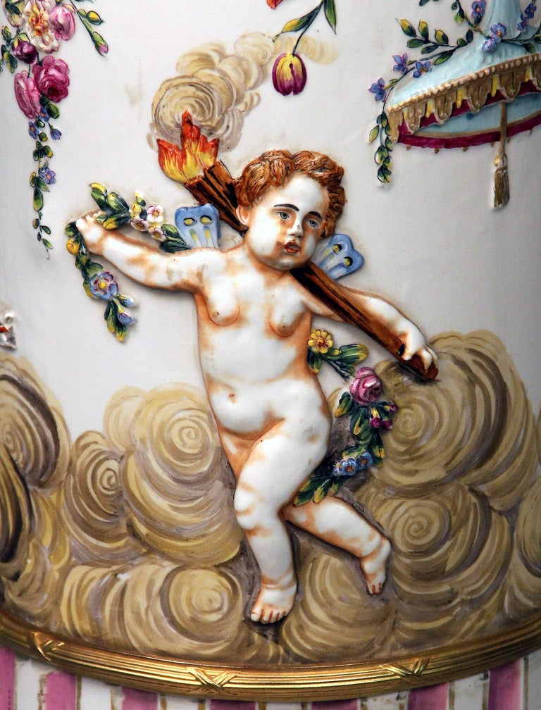 Interesting Late 19th Century Italian Capodimonte Porcelain Vase and Pedestal For Sale 3