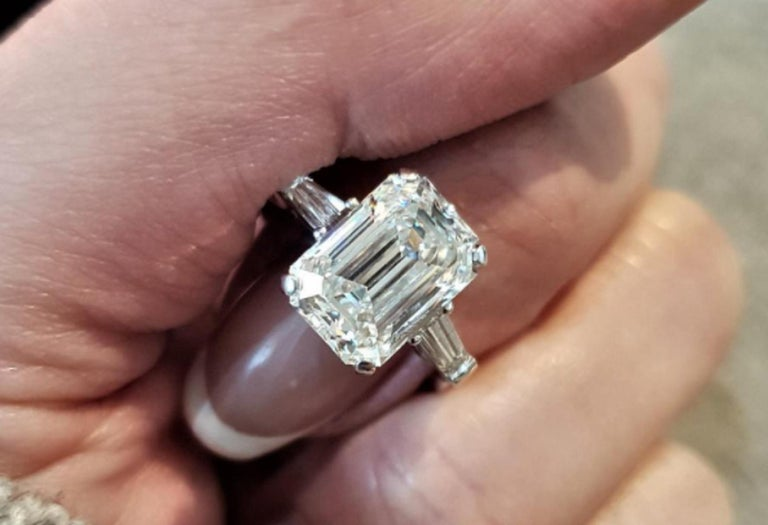 GIA Certified 2.66 Carat Emerald Cut Diamond In New Condition For Sale In Rome, IT