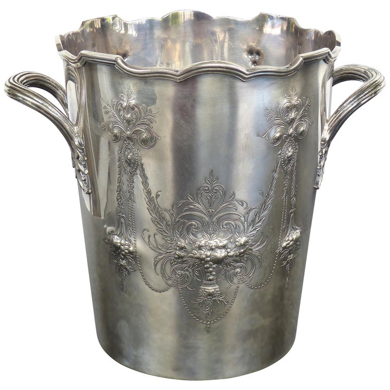 """International Wilcox """"Lady Mary"""" Ice/Champagne Bucket with 2 Handles Silverplate For Sale"""