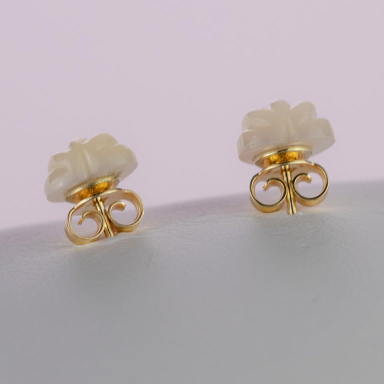 Intini Jewels Mother of Pearl Carved Heart 18 Karat Yellow Gold Artisan Earrings For Sale 2