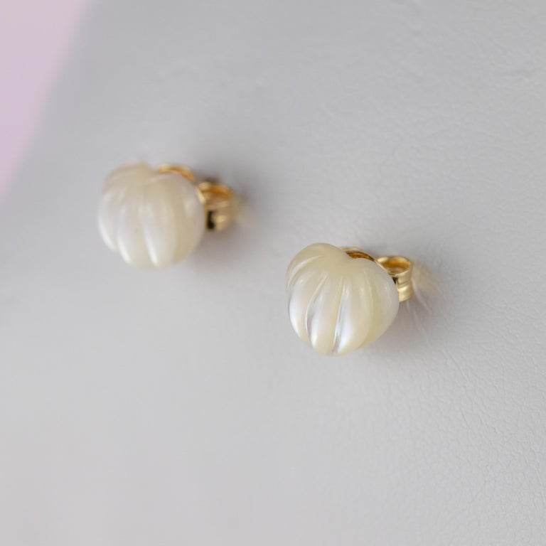 Intini Jewels Mother of Pearl Carved Heart 18 Karat Yellow Gold Artisan Earrings For Sale 3