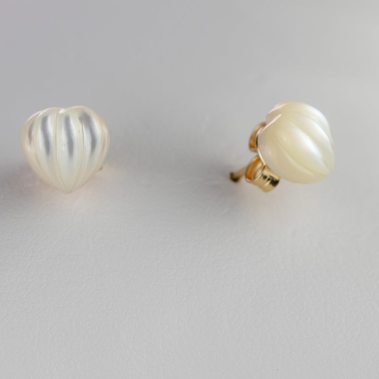 Intini Jewels Mother of Pearl Carved Heart 18 Karat Yellow Gold Artisan Earrings For Sale 4