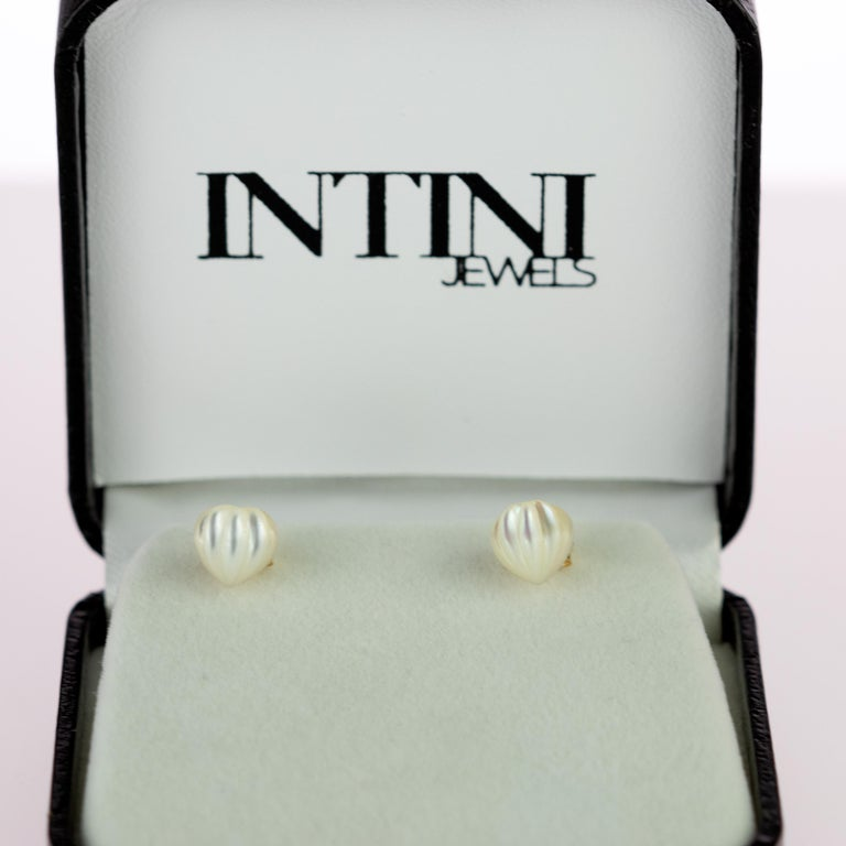 Intini Jewels Mother of Pearl Carved Heart 18 Karat Yellow Gold Artisan Earrings For Sale 6