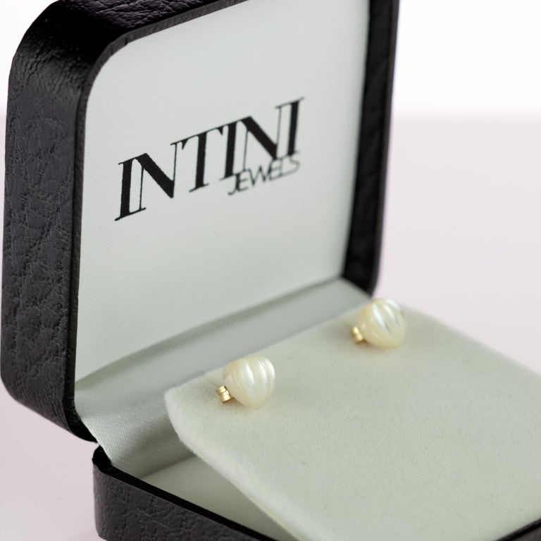 Intini Jewels Mother of Pearl Carved Heart 18 Karat Yellow Gold Artisan Earrings For Sale 7