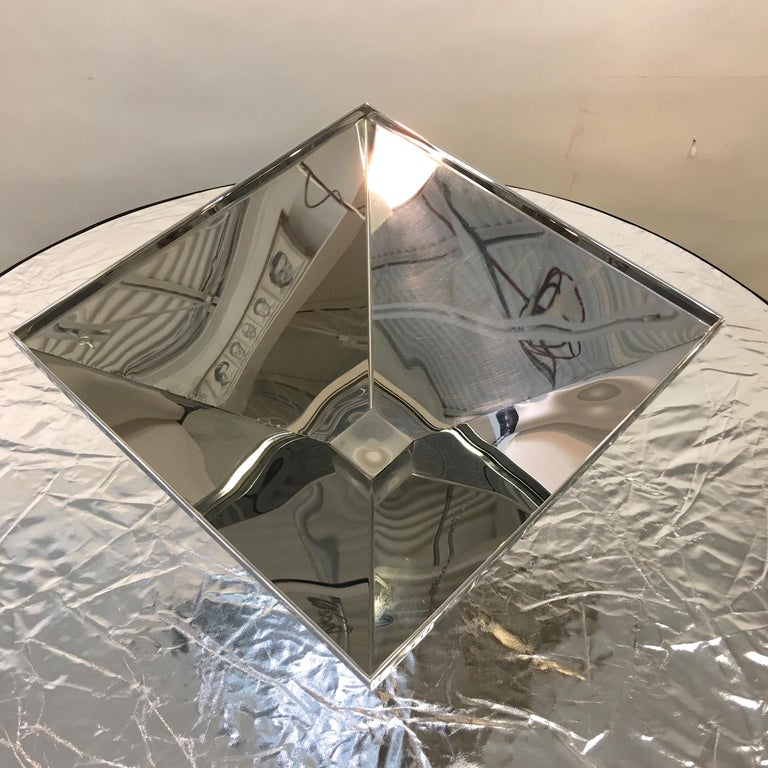 Inverted Pyramid Polished Stainless Centerpiece on Marble Pyramid Base For Sale 7