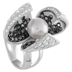 Io Si 18 Karat White Gold White/Black Diamonds and Pearl Flower Ring
