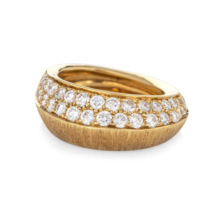 Stylish Io Si pointed diamond band crafted in 18 karat yellow gold.   Round brilliant cut diamonds are pave set into the mount and total an estimated 1.24 carats (estimated at G-H color and VS2-SI1 clarity).    The ring is pave set with diamonds in