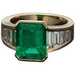 ION Atelier 4.34 Carat Colombian Emerald 2.14 Carat Diamonds Gold Fashion Ring