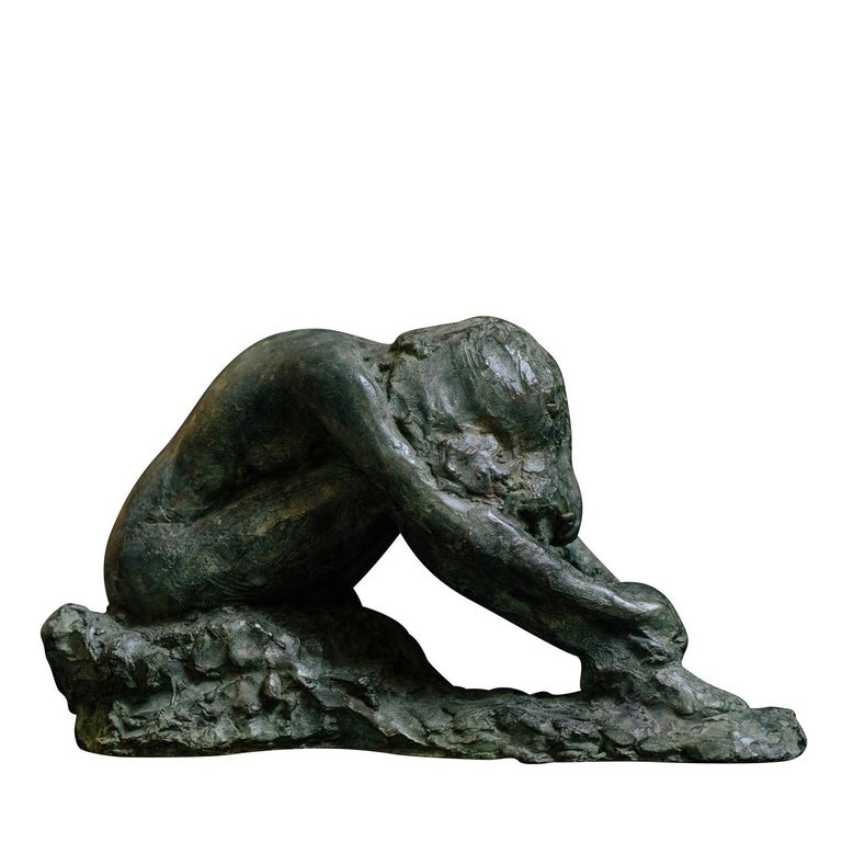 This bronze sculpture is an original piece created in 2004 by Raffaello Romanelli, whose aim was to represent a moment of internal reflection thanks to the position of the body. For the piece, Raffaello Romanelli used a live model in accordance with