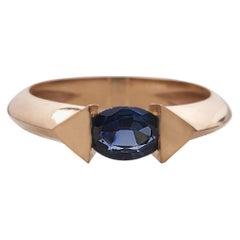 18 Karat Rose Gold 0.70 Carat Blue Sapphire Oval Cut Edge Ring