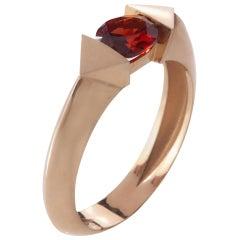 18 Karat Rose Gold 0.70 Carat Natural Garnet Oval Cut Edge Ring