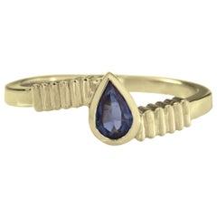 18 Karat Yellow Gold 0.50 Carat Blue Sapphire Pear cut Stacking Ring