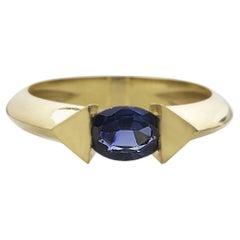 18 Karat Yellow Gold 0.70 Carat Blue Sapphire Oval Cut Stacking Ring