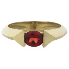 18 Karat Yellow Gold 0.70 Carat Natural Garnet Oval Cut Edge Ring