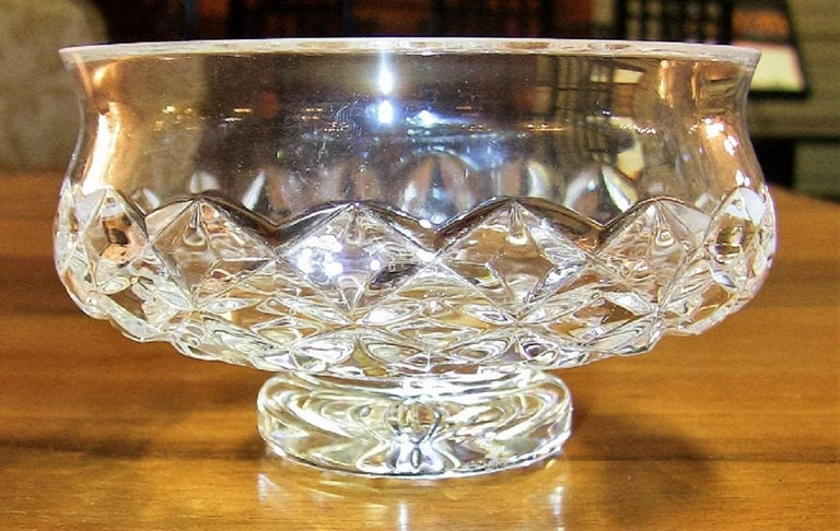 Lovely late 20th century Waterford crystal footed bowl in the Comeragh cut (pattern).