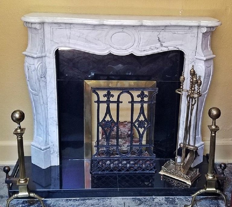 Irish White Marble Complete Fireplace In Excellent Condition For Sale In Dallas, TX