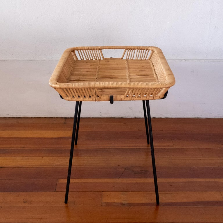 Iron and Rattan Tray Table Midcentury In Good Condition For Sale In San Diego, CA