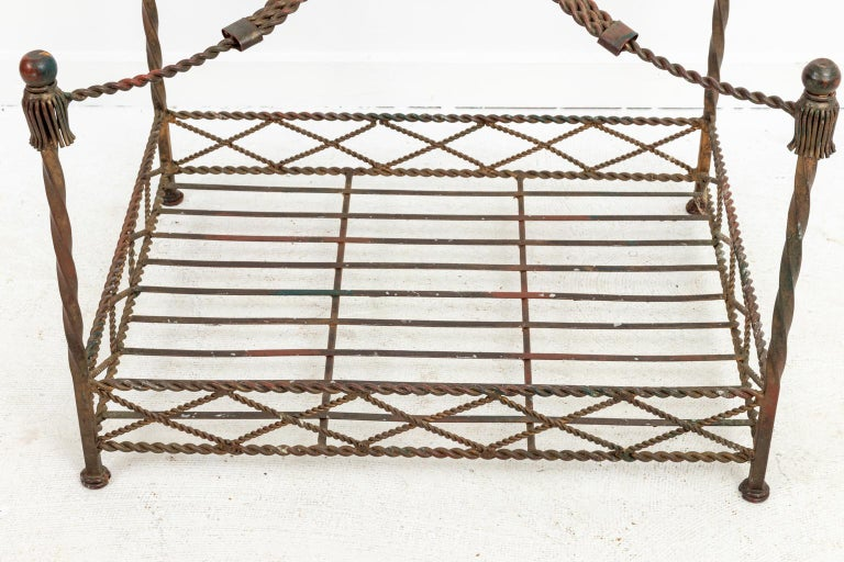Iron Dog Bed In Good Condition For Sale In Stamford, CT