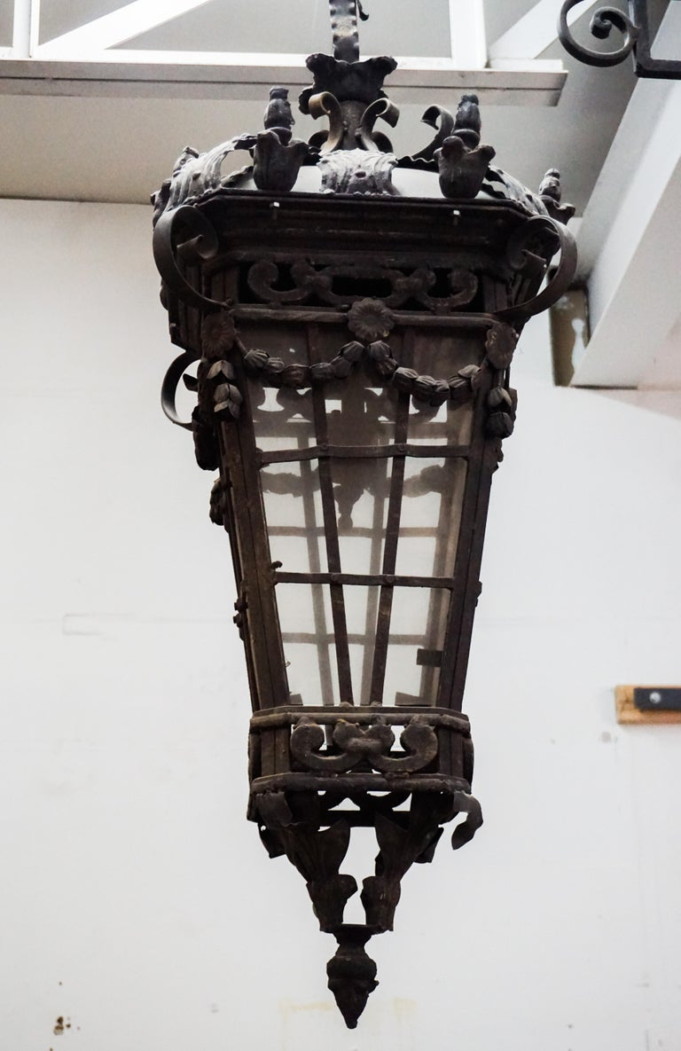 Iron Hanging Lantern In Good Condition For Sale In Dallas, TX
