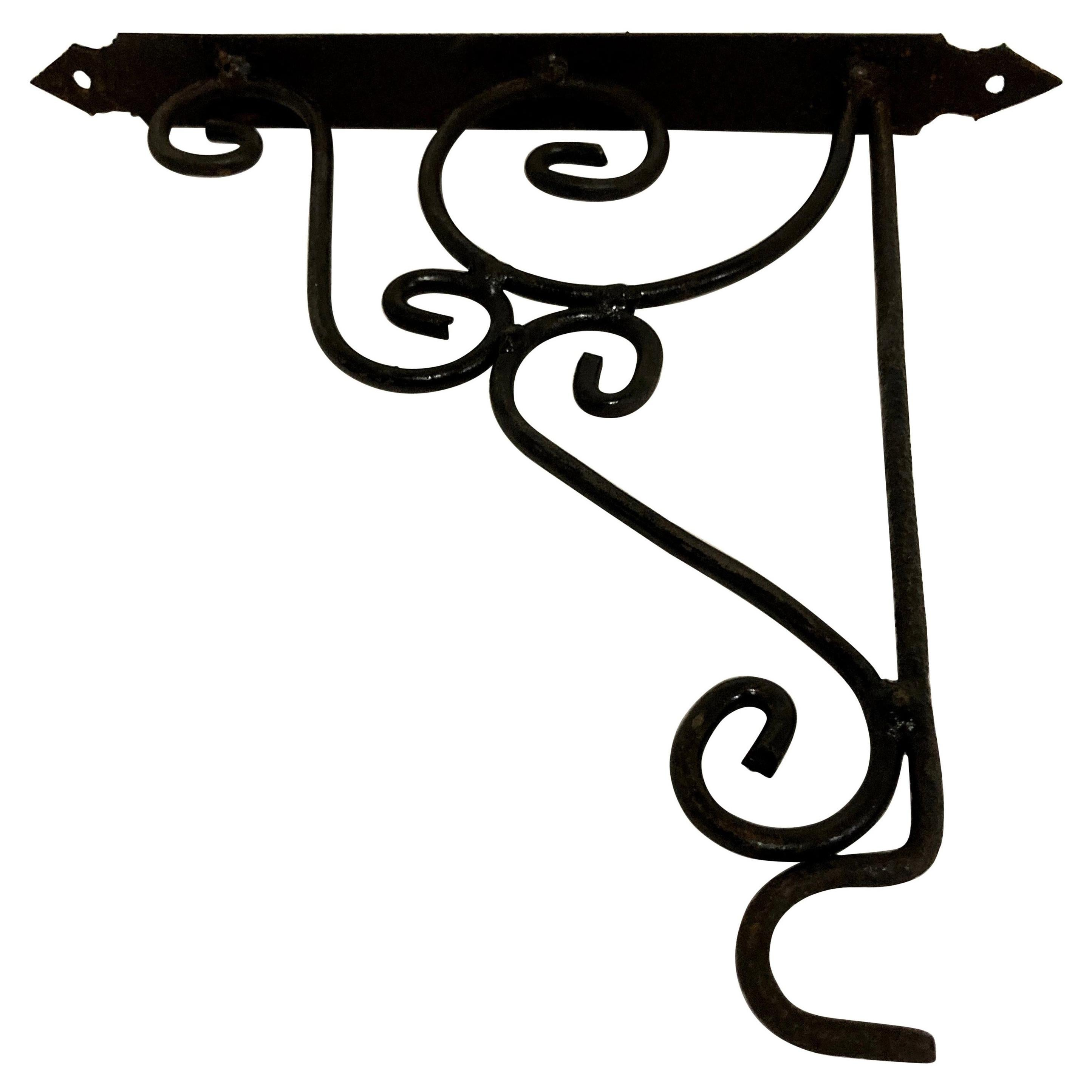 Iron Scrolling Wall Mounted Bracket for Lanterns or Signs